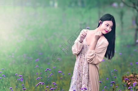 马蹄草中的人物图片