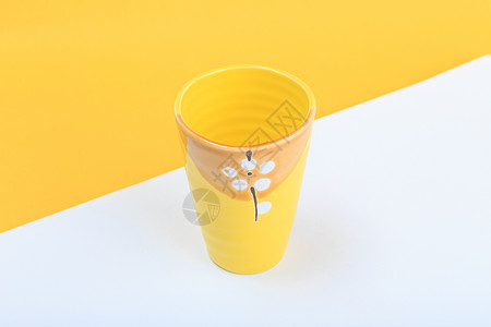 黄色的杯子图片