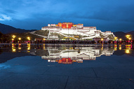 布达拉宫夜景美色倒影布达拉图片