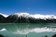 西藏然乌湖雪山倒影图片