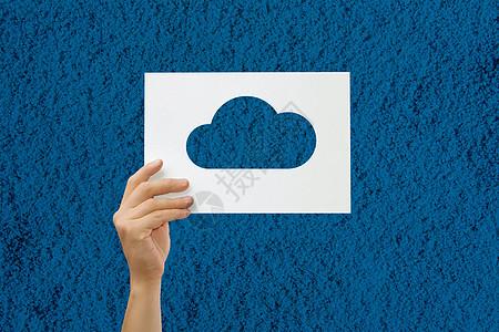 简单沙滩手拿创意白云下载图片