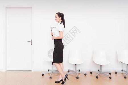 职业美丽女性求职准备面试图片