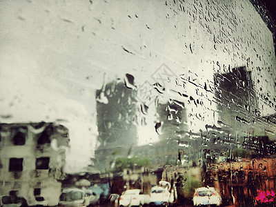 雨天-车窗上的雨水图片