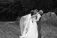 婚礼的新郎新娘图片