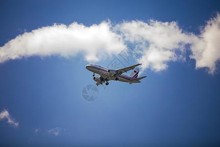 天空的飞机图片