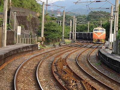 台湾火车铁轨图片