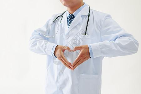 做心形手势的医生图片
