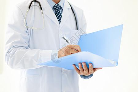 拿文件夹的医生图片