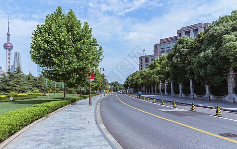 上海外滩城市空旷马路图片