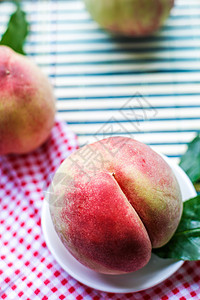 新鲜桃子图片