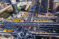 北京国贸桥CBD车流繁忙图片