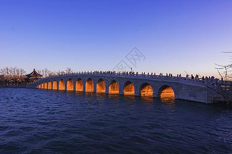 颐和园十七孔桥金光穿孔图片