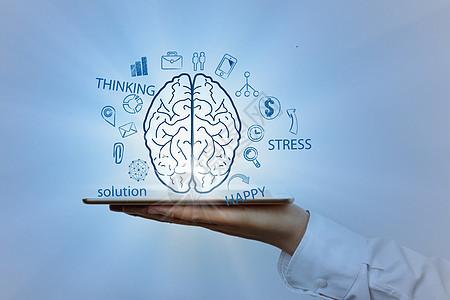 商务男士手托平板大脑图下载图片