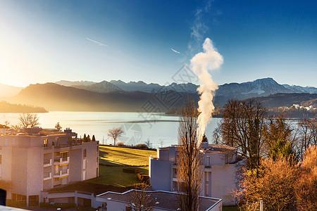 湖边小屋日出美景图片