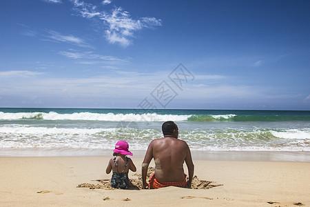 海边的父女俩图片