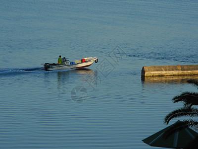 日本填海公园的游船图片
