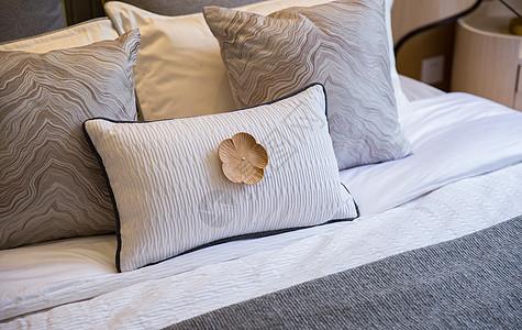 卧室枕头图片