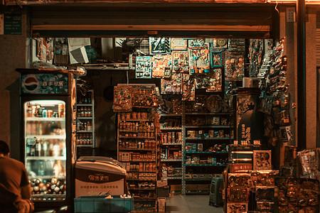 绵阳夜市里的杂货铺图片