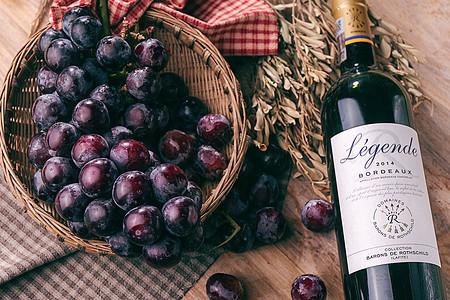 夏日水果葡萄和葡萄酒室内摆拍静物图片