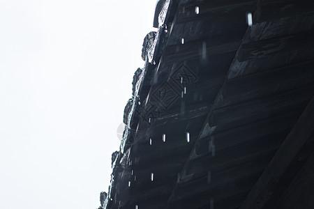 古镇下雨的屋檐图片