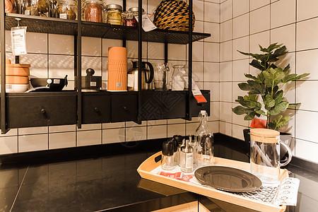 家居生活调料瓶子厨房一角图片