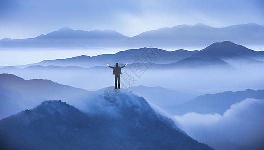 人与大山图片