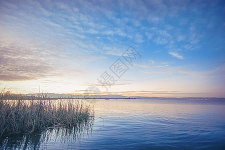 滇池湿地晚霞图片