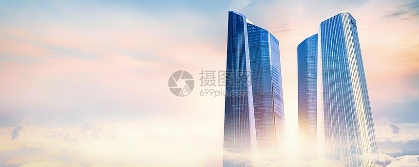云雾中的商务大厦图片