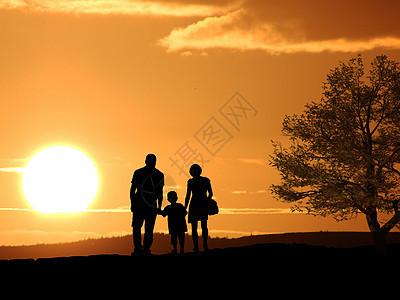 夕阳下的幸福一家三口图片