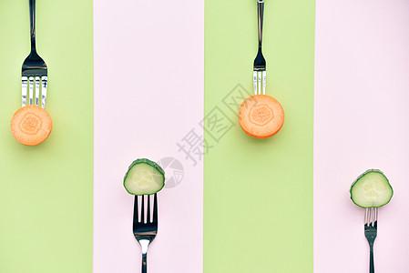 叉子上的蔬菜图片