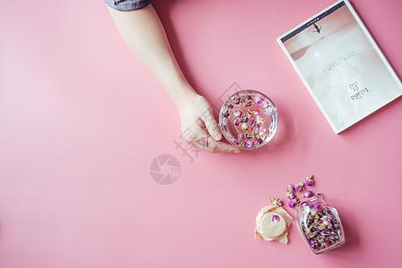 女性玫瑰花茶图片