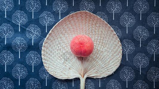 蒲扇与水蜜桃图片