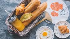 西餐早餐面包橙汁水果图片