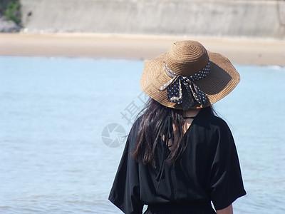 海边 海浪 美女图片