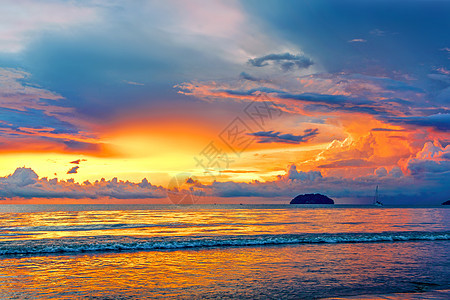 暴风雨过后的海边日落图片