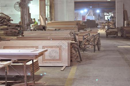 木门工厂的车间图片