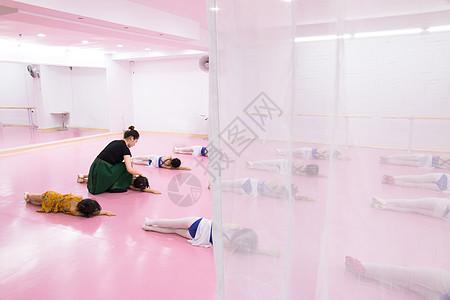 舞蹈室里的课图片