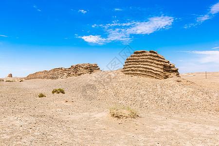 沙漠中的汉长城遗迹图片