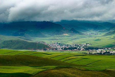 祁连山下的村镇图片