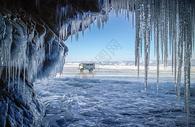 贝加尔湖冰洞奇观图片