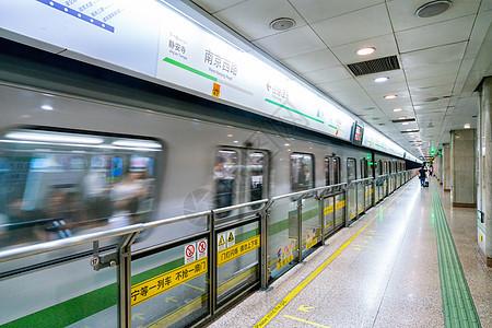 地铁站台环境图片