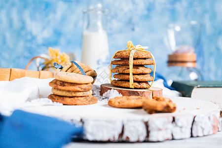 牛奶和饼干图片