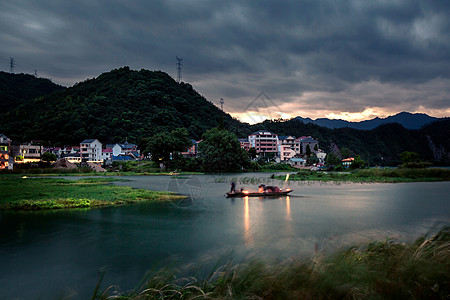 新安江畔图片