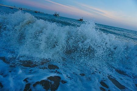 海边冲浪高清图片