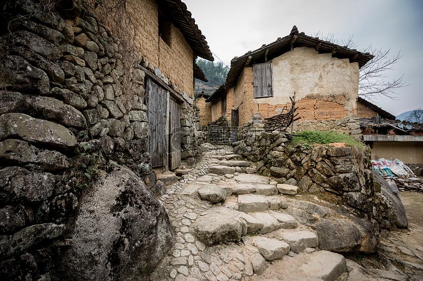 古老的山村土屋建筑图片