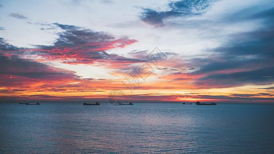 日出天空海边船舶图片