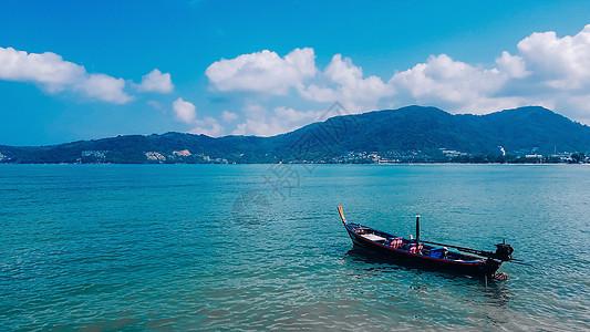 蓝天白云小船度假图片