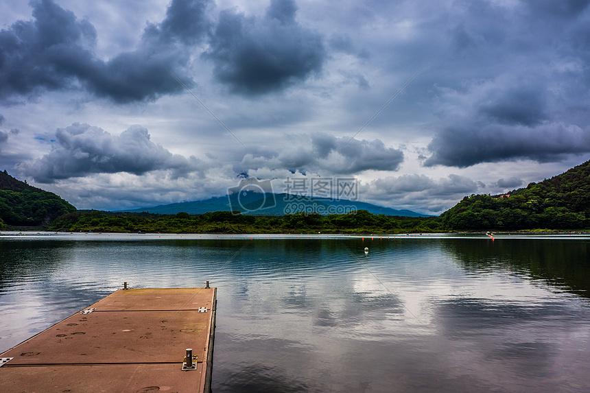 湖 标签: 湖泊自然美风景湖宁静倒影天空云湖图片湖图片免费下载