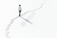 孤独的雪地女人背影图片