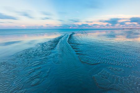 沙滩上的纹理图片